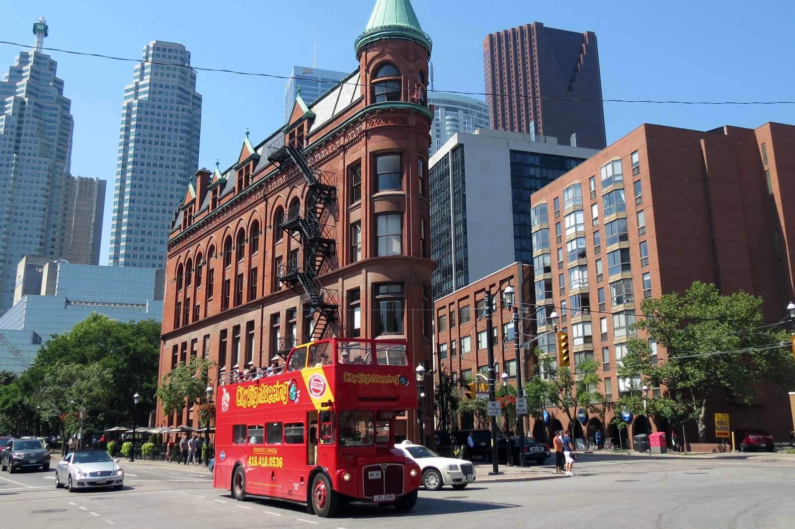 Toronto Stadtrundfahrt Step on - Step off, Halt vor dem Gooderham Building