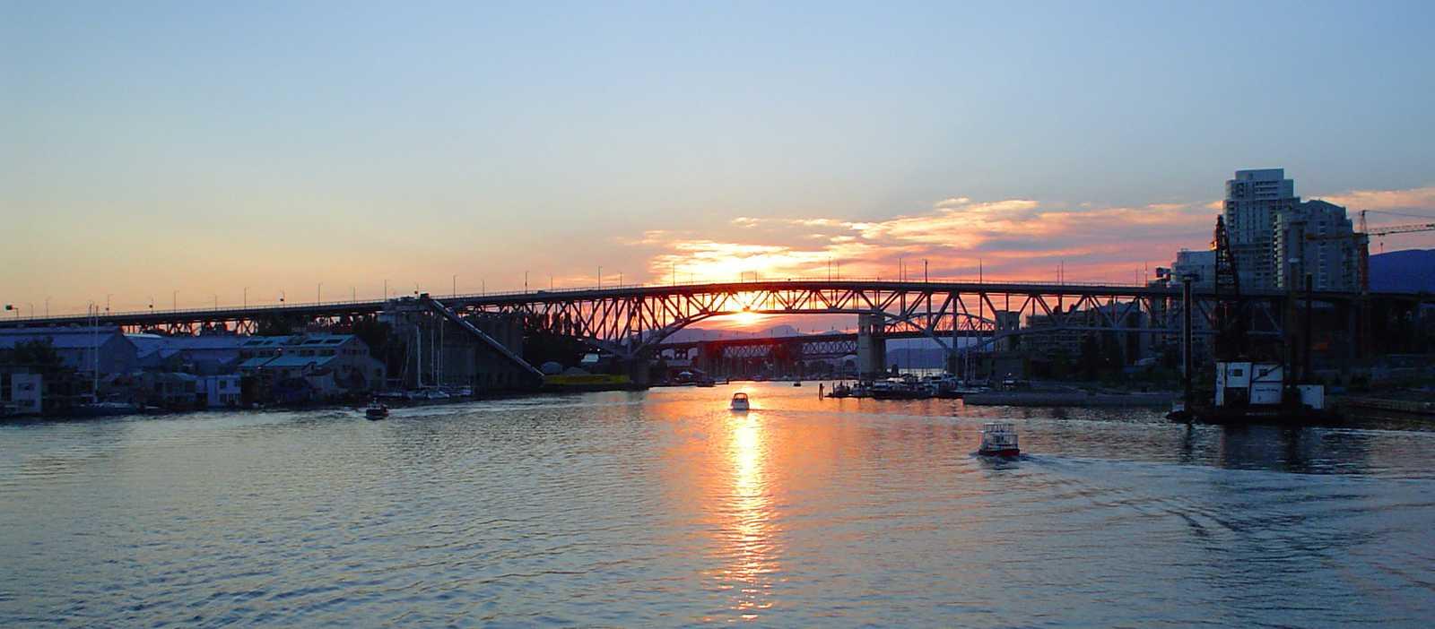 Sonnenuntergang im False Creek