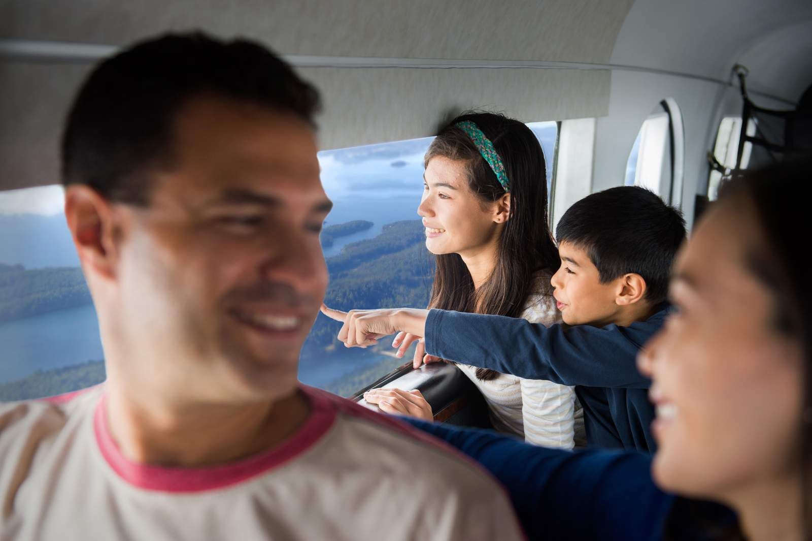 Famile im Postflugzeug