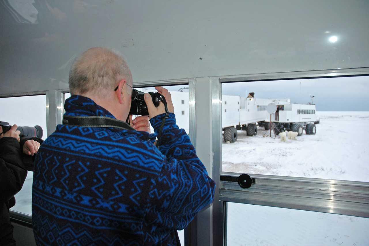 Fotograf im Tundra Buggy