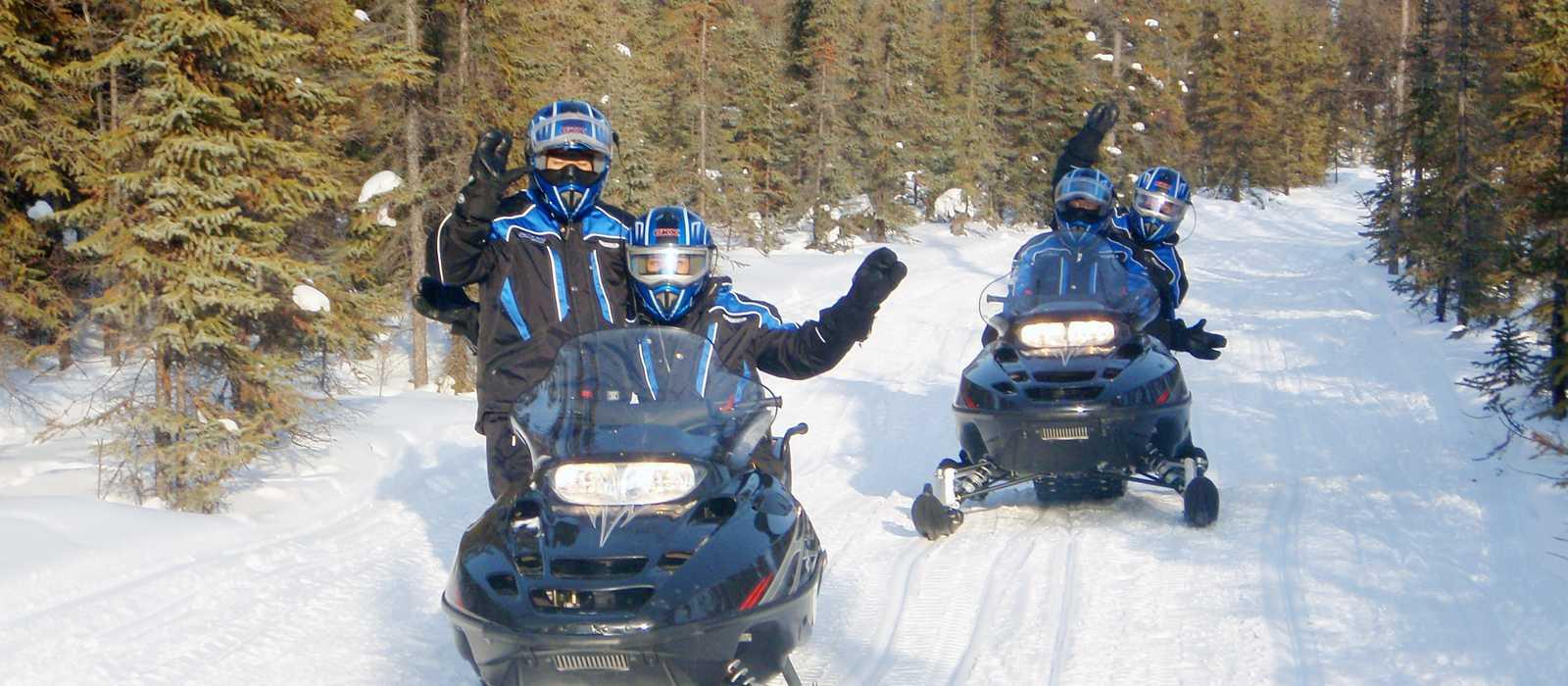 Winterspaß mit Snowmobilen