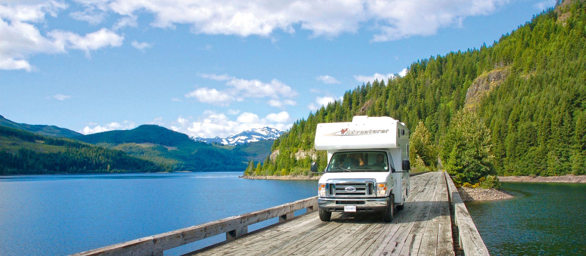 Camper in spektakulärer Landschaft