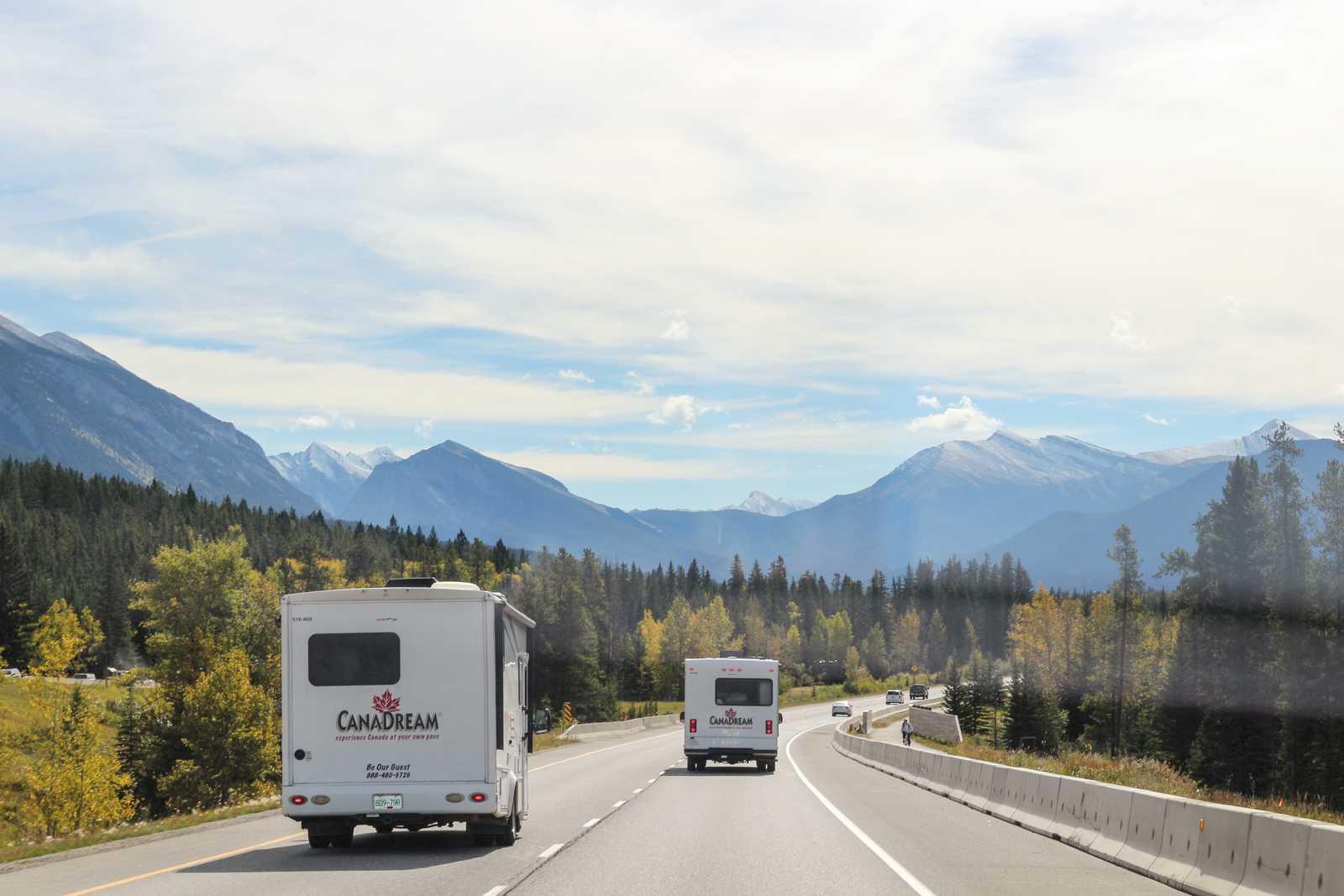 Unterwegs mit CanaDream Camper auf dem Trans-Canada Highway von Banff nach Calgary