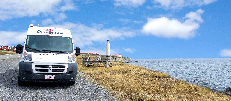 Der DVC Deluxe Van Camper von CanaDream am Cap-des-Rosiers in Québec
