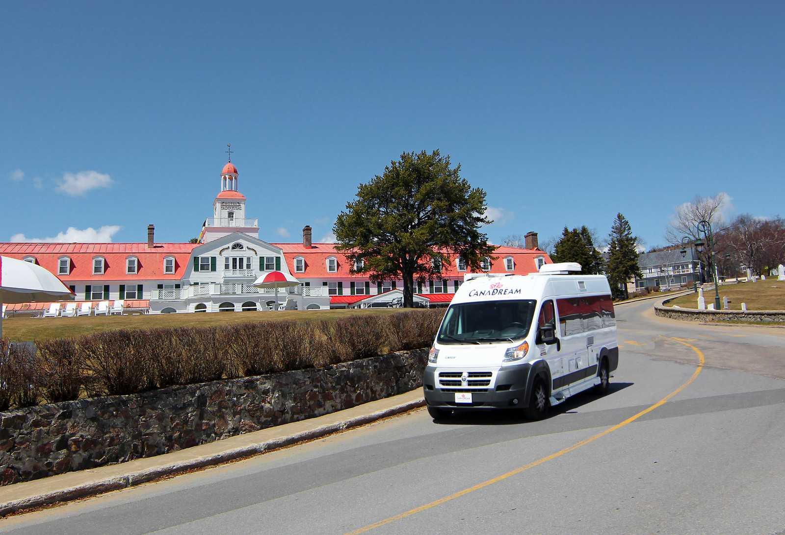 Ein CanaDream DVC Modell unterwegs in Tadoussac, Quebec