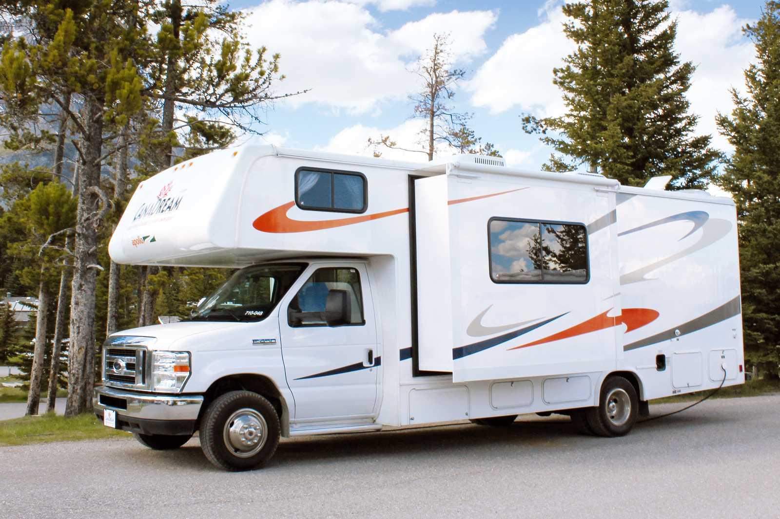 wohnmobile kanada westcoast by canadream midi motorhome. Black Bedroom Furniture Sets. Home Design Ideas