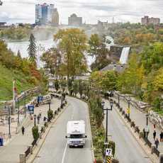 Canadream MHB bei den Niagara Fällen im Herbst, Ontario