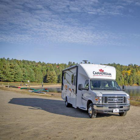 Ein CanaDream SVC Modell im Algonquin Provincial Park in Ontario