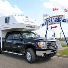 Seitenansich des CanaDream TCA Truck Camper in Dawson Creek, British Columbia