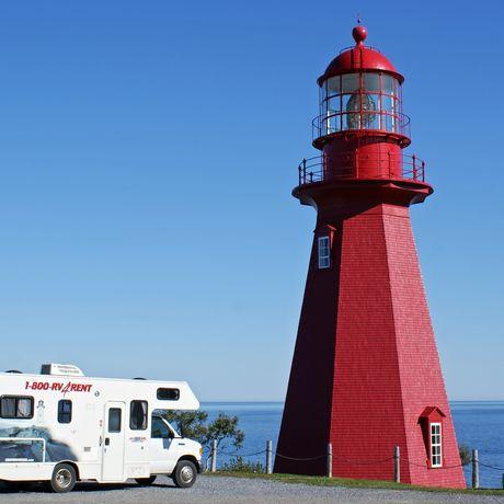 Roter Leuchtturm in der Gaspe Bay