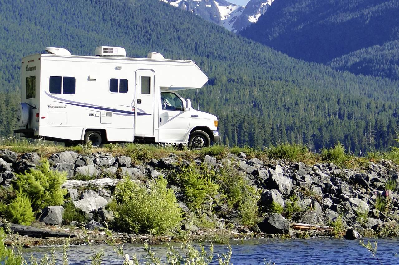 wohnmobile kanada four seasons rv motorhome c 19 fs. Black Bedroom Furniture Sets. Home Design Ideas