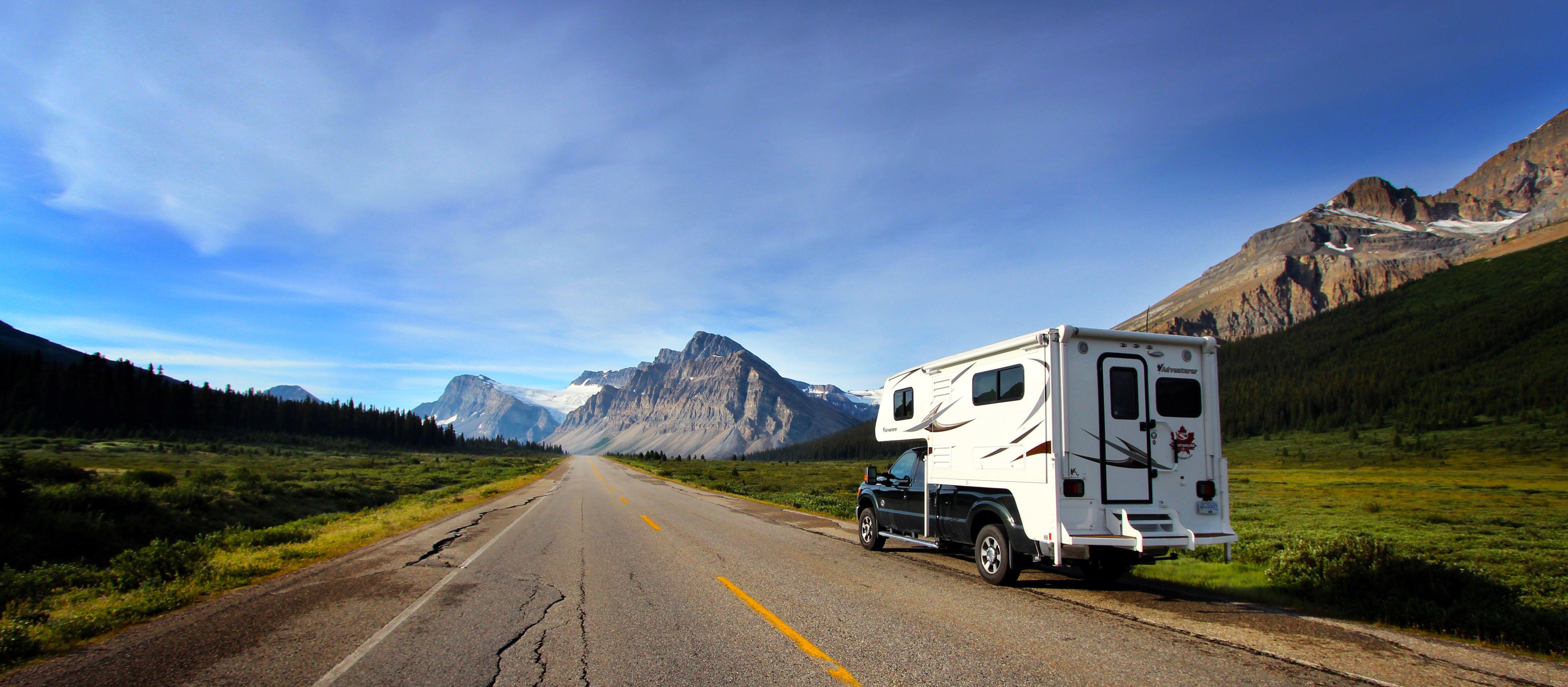 Camper auf dem Highway