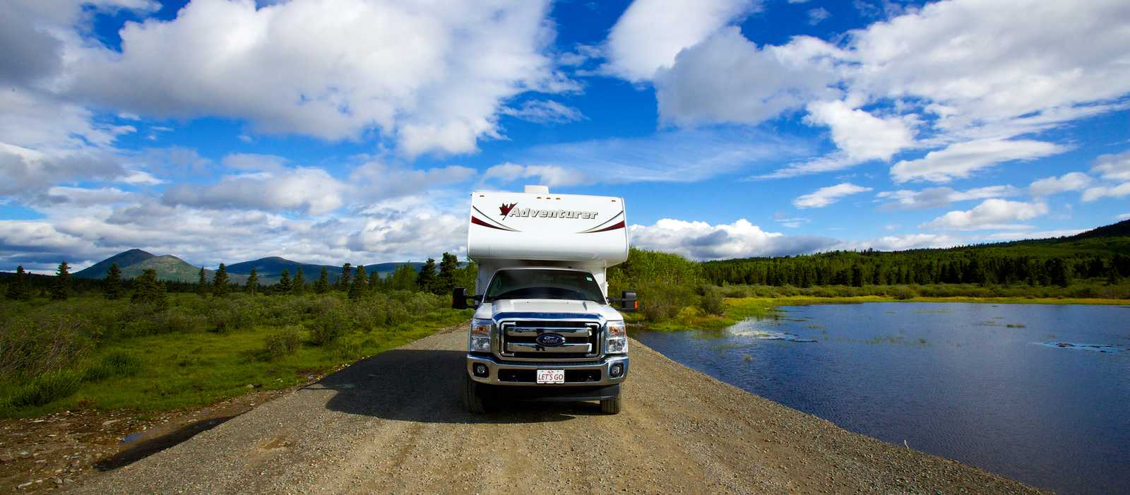 Camper am Yukon Fish Lake in Yukon, Canada