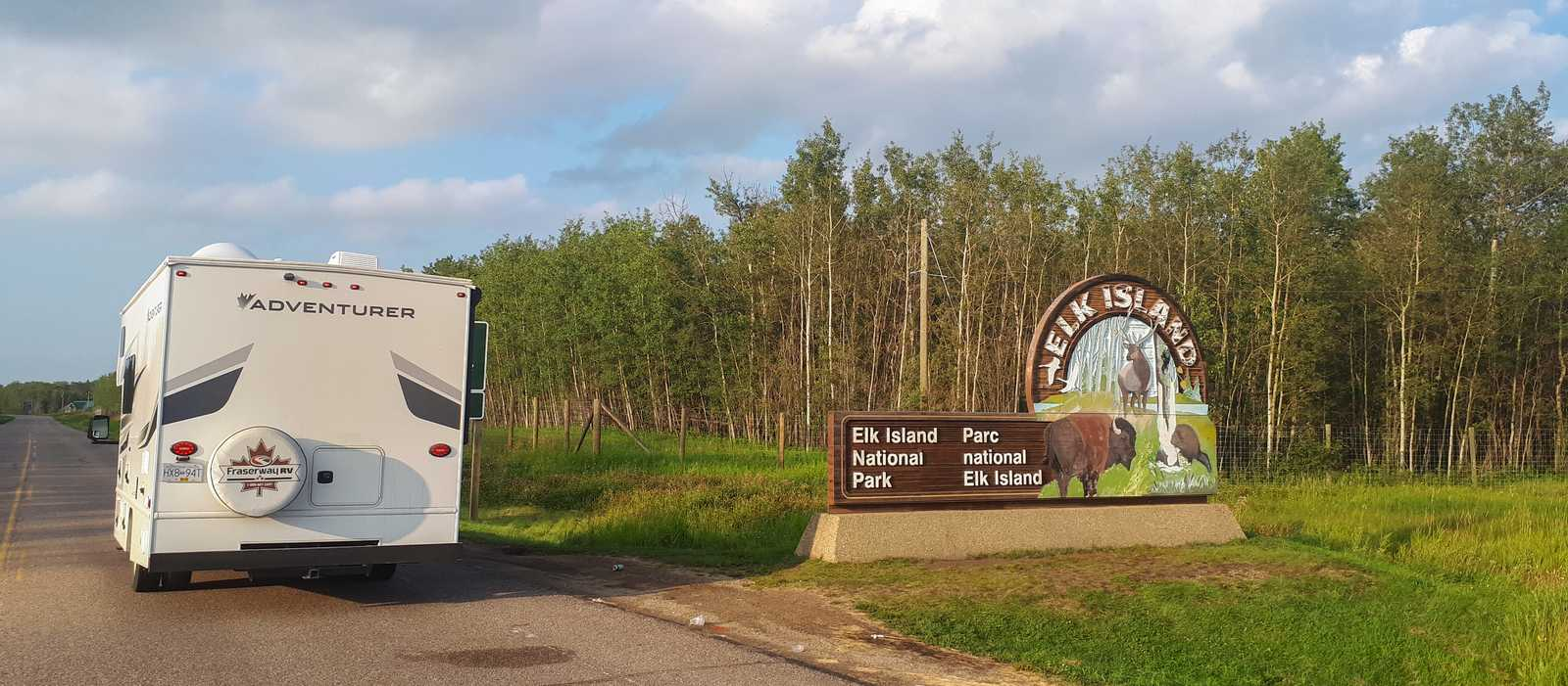 Das C22 von Fraserway am eingang des Elk Island Nationalpark in Alberta