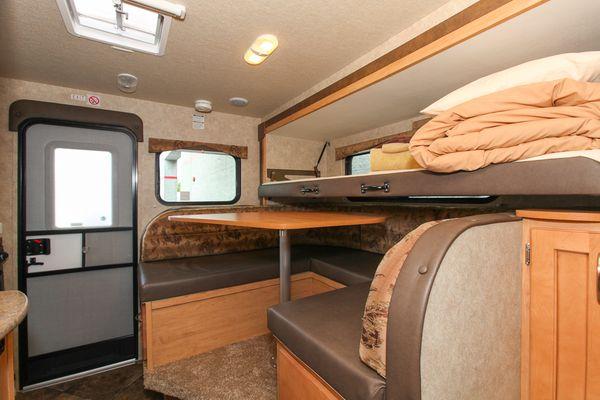 Wohnmobile kanada fraserway rv truck camper bunk canusa - Etagenbett interio ...