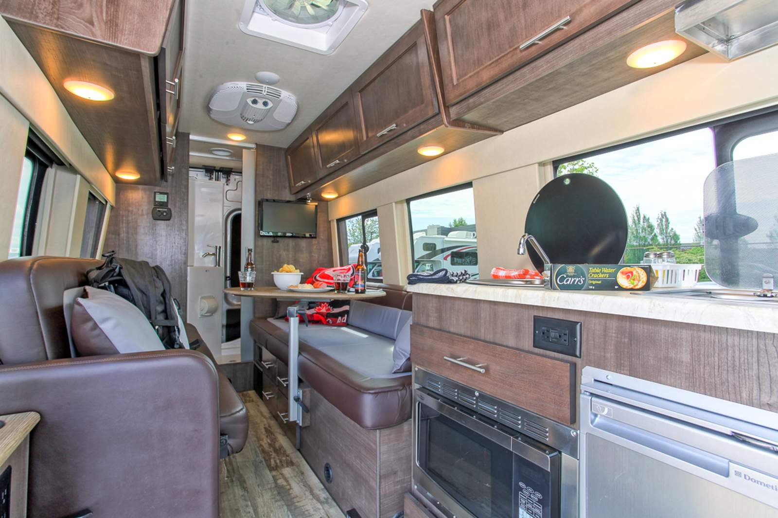 Wohnmobile Kanada Fraserway RV Van Conversion
