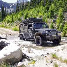 Jeep Camper von Hastings Overland nahe Lillooet in Kanada