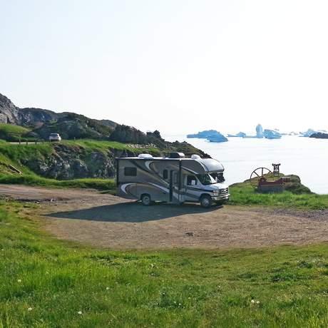 Islander RV mit Eismeer im HG