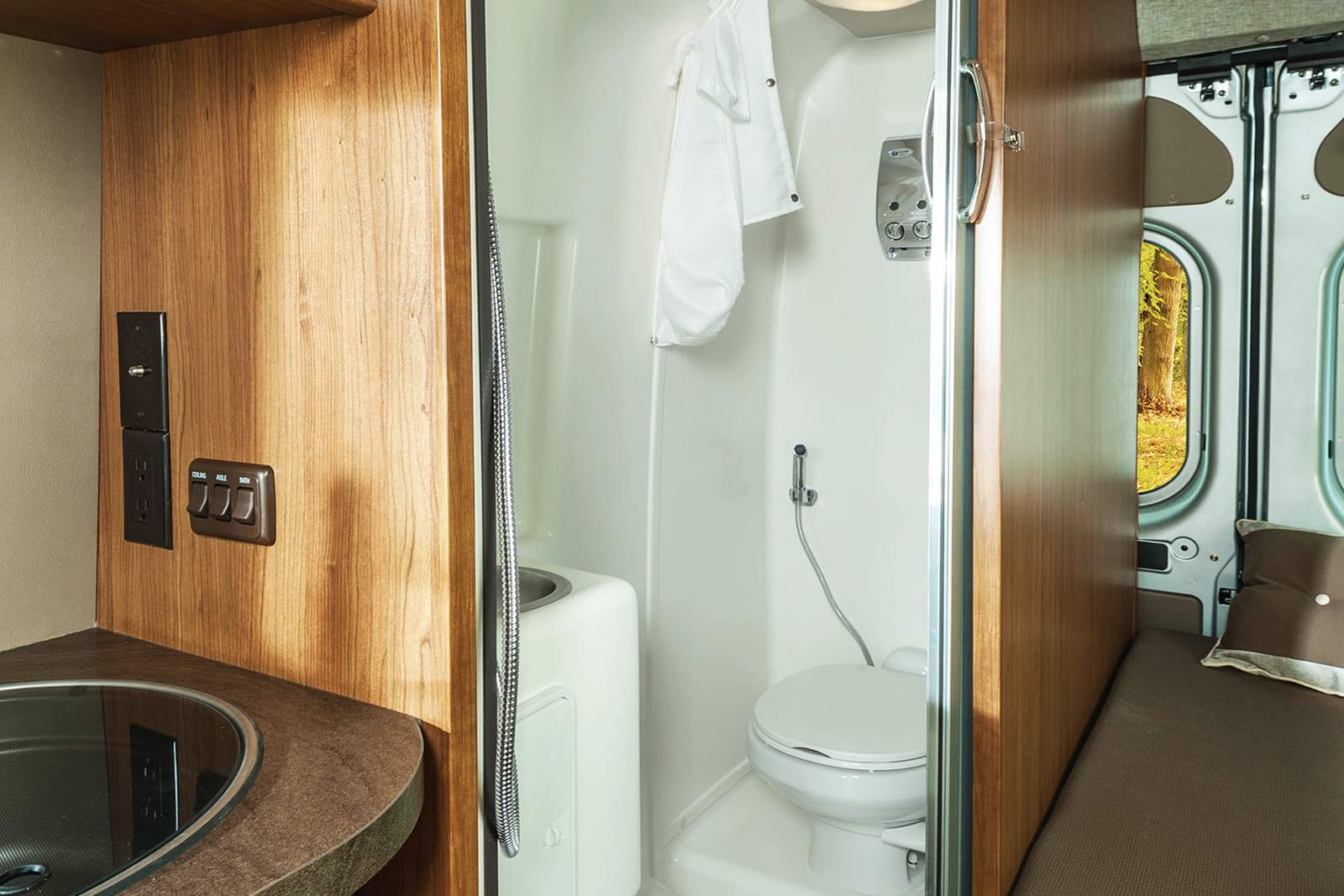 wohnmobile usa best time rv van conversion b 21 canusa. Black Bedroom Furniture Sets. Home Design Ideas