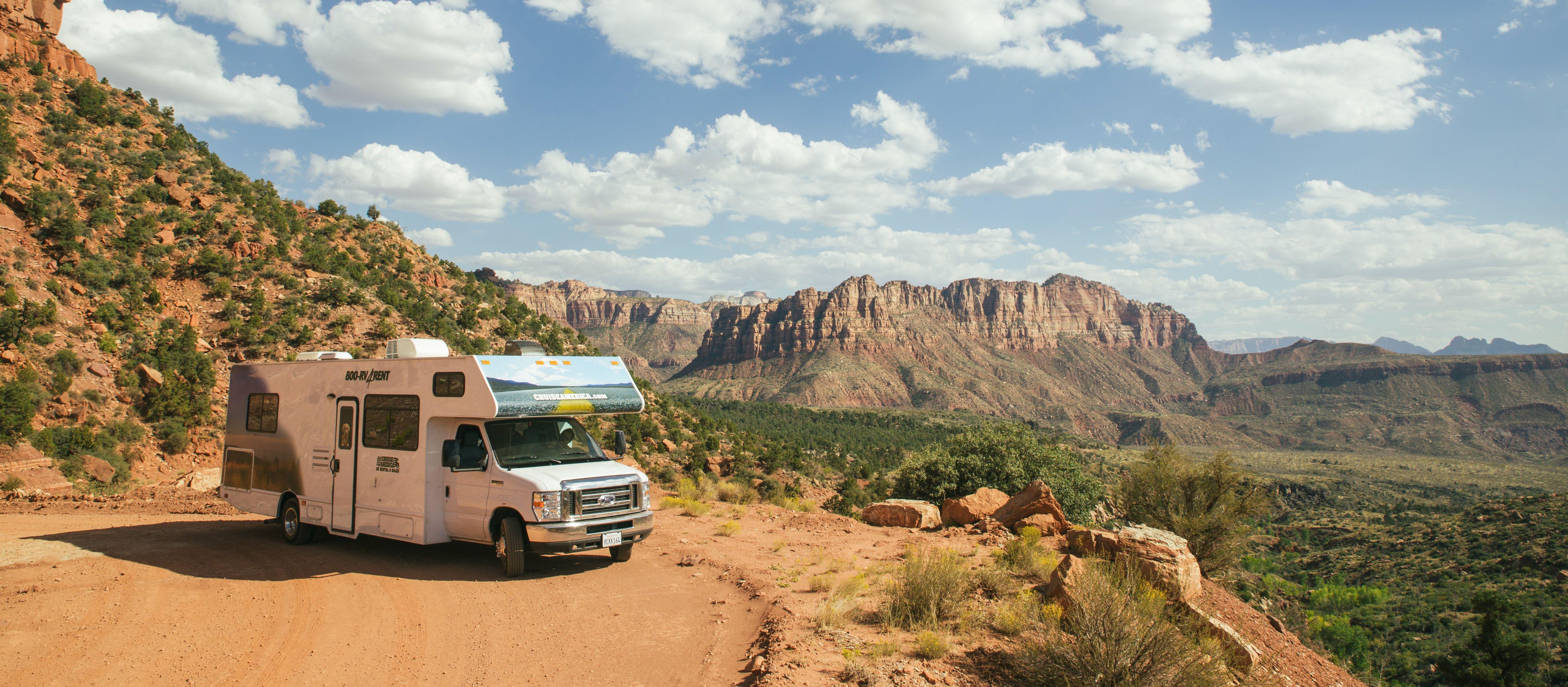 Mit dem Camper C30 von Cruise America den Ausblick über die Weiten Utahs genießen