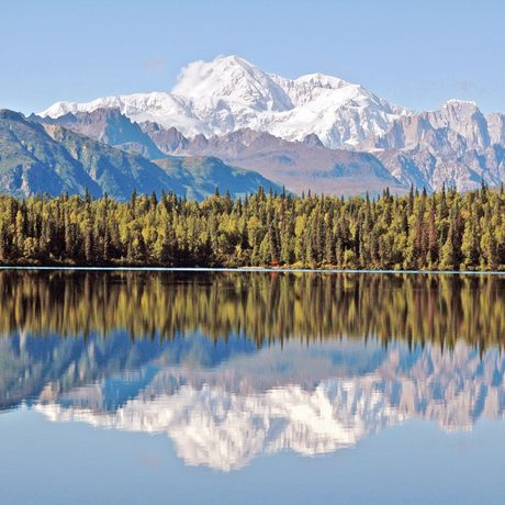 Mount Denali spiegelt sich im Byers Lake