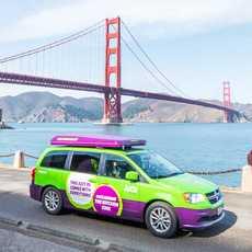 Jucy Champ vor der Golden Gate Bridge in San Francisco, Kalifornien