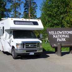 Ein Mighty Camper am Yellowstone National Park