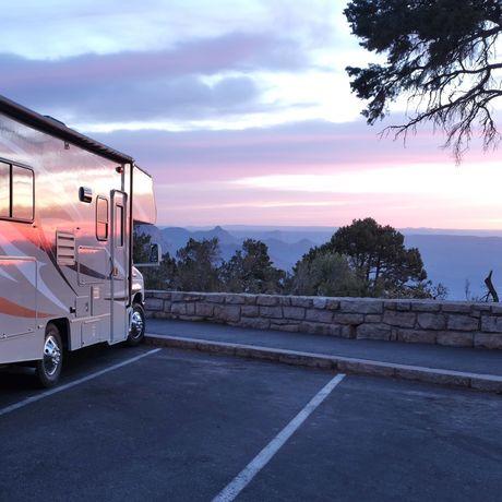 Sonnenuntergang im Roadbear Motorhome C21-24 genießen
