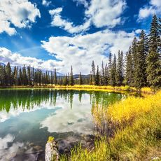 See im Jasper Nationalpark in Kanada im Herbst