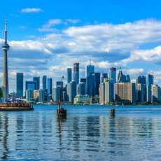 Skyline von Toronto über dem Wasser