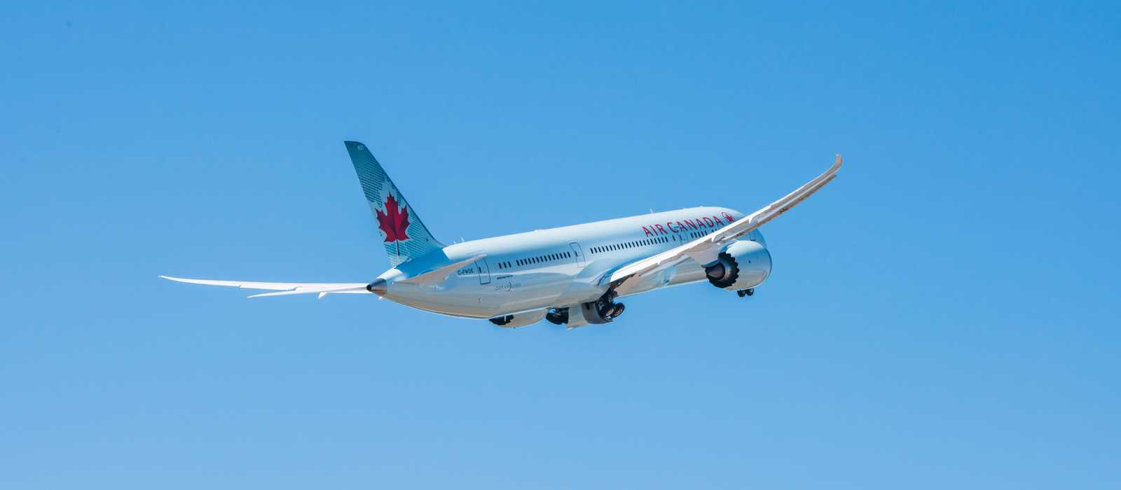 Air Canada Boeing 787-9 ready to take off