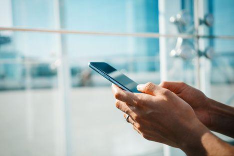 Von einem Smartphone aus eine SMS verschicken