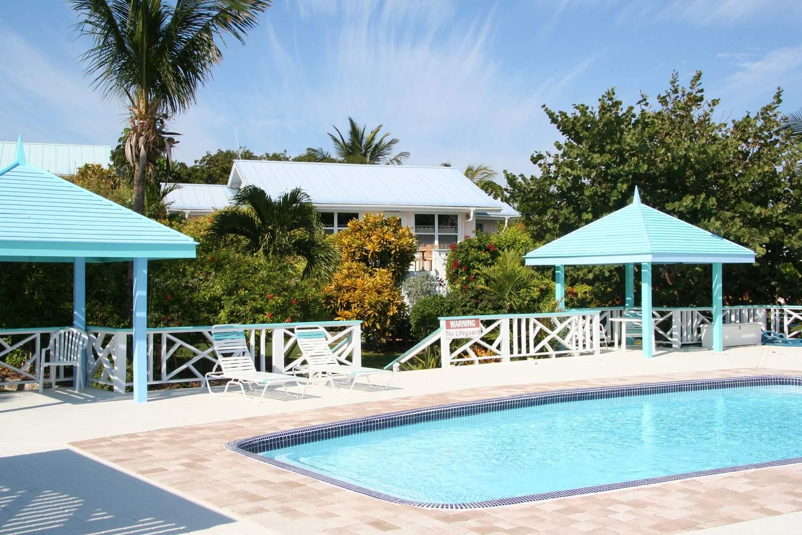 Pool von den Hideaways at Palm Beach***