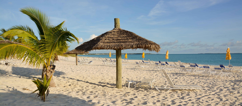 Der Strand des Treasure Cay Beach, Marina & Golf Resorts auf Abaco