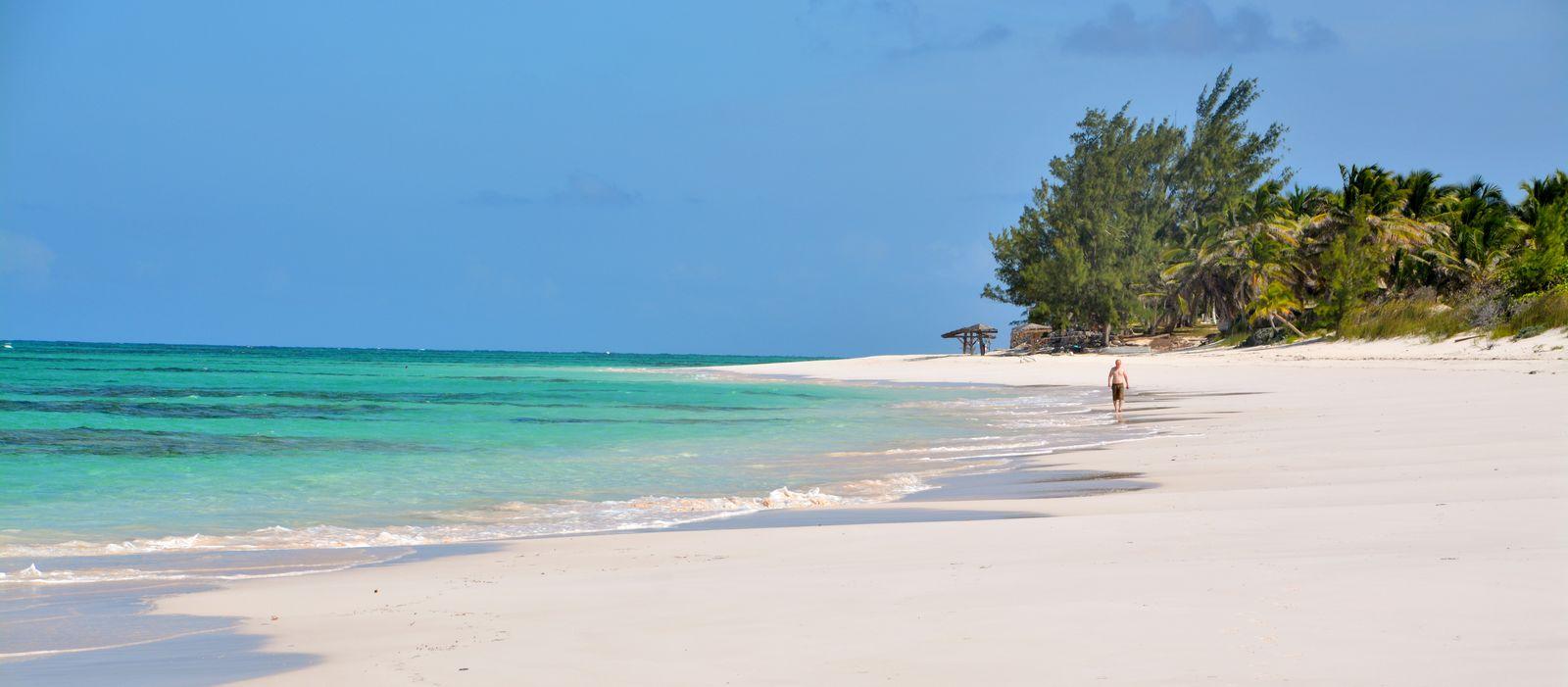 Der Strand des Greenwood Beach Resorts auf Cat Island