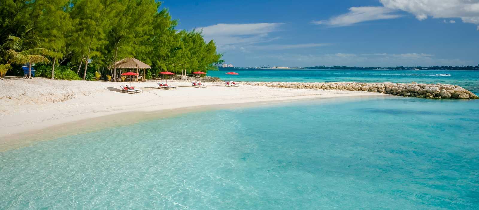 Der Long Beach vor dem Sandals Royal Bahamian auf Nassau