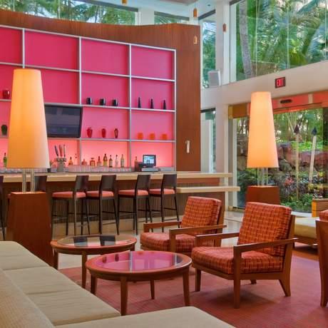 Hilton Waikiki Beach Lounge