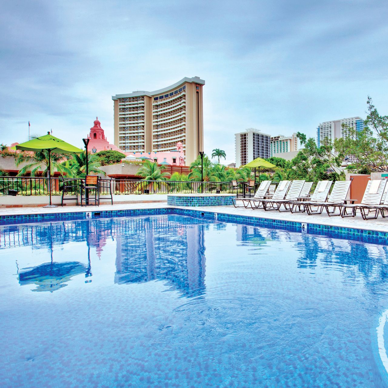 hotel hawaii holiday inn resort waikiki beachcomber canusa. Black Bedroom Furniture Sets. Home Design Ideas