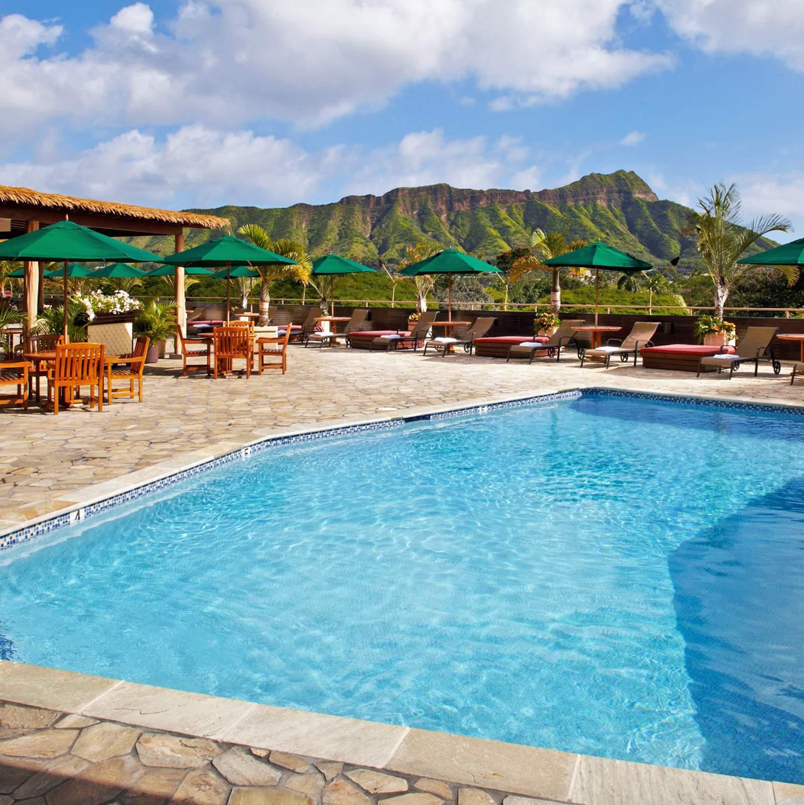 Sonnenterrasse und Swimmingpool