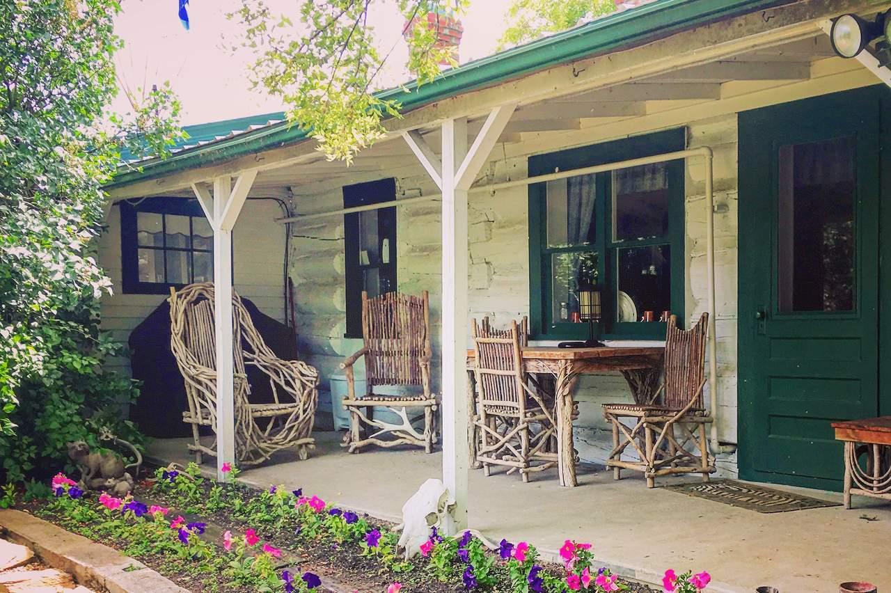 Kleine Veranda auf der Bar Diamond Guest Ranch