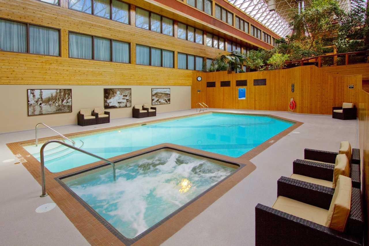 Hotel Alberta Sawridge Inn Canusa