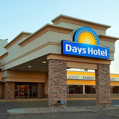 Days Hotel & Suites Lloydminster