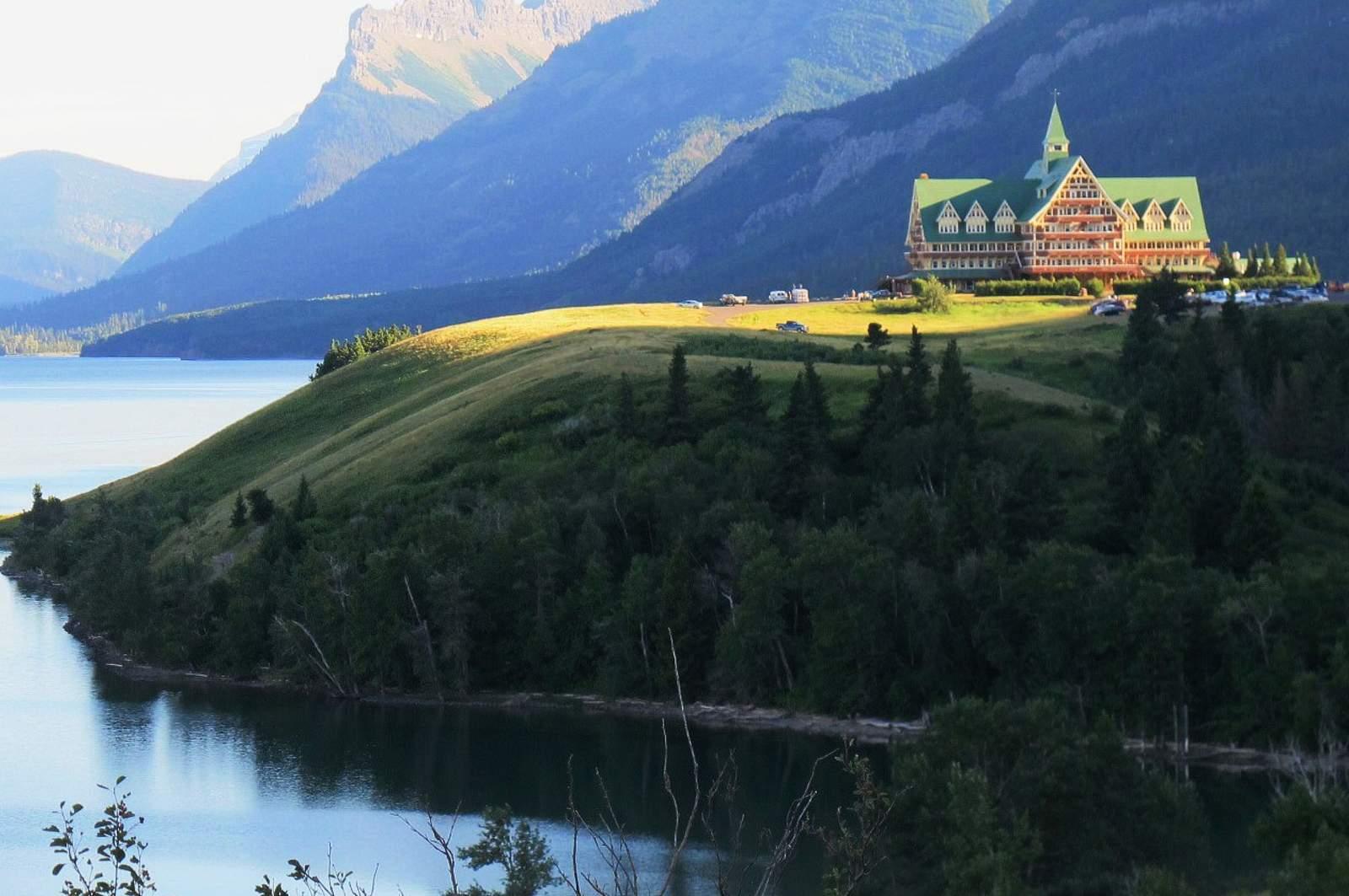 Aussenansicht des Prince of Wales Hotel in Waterton Park, Alberta