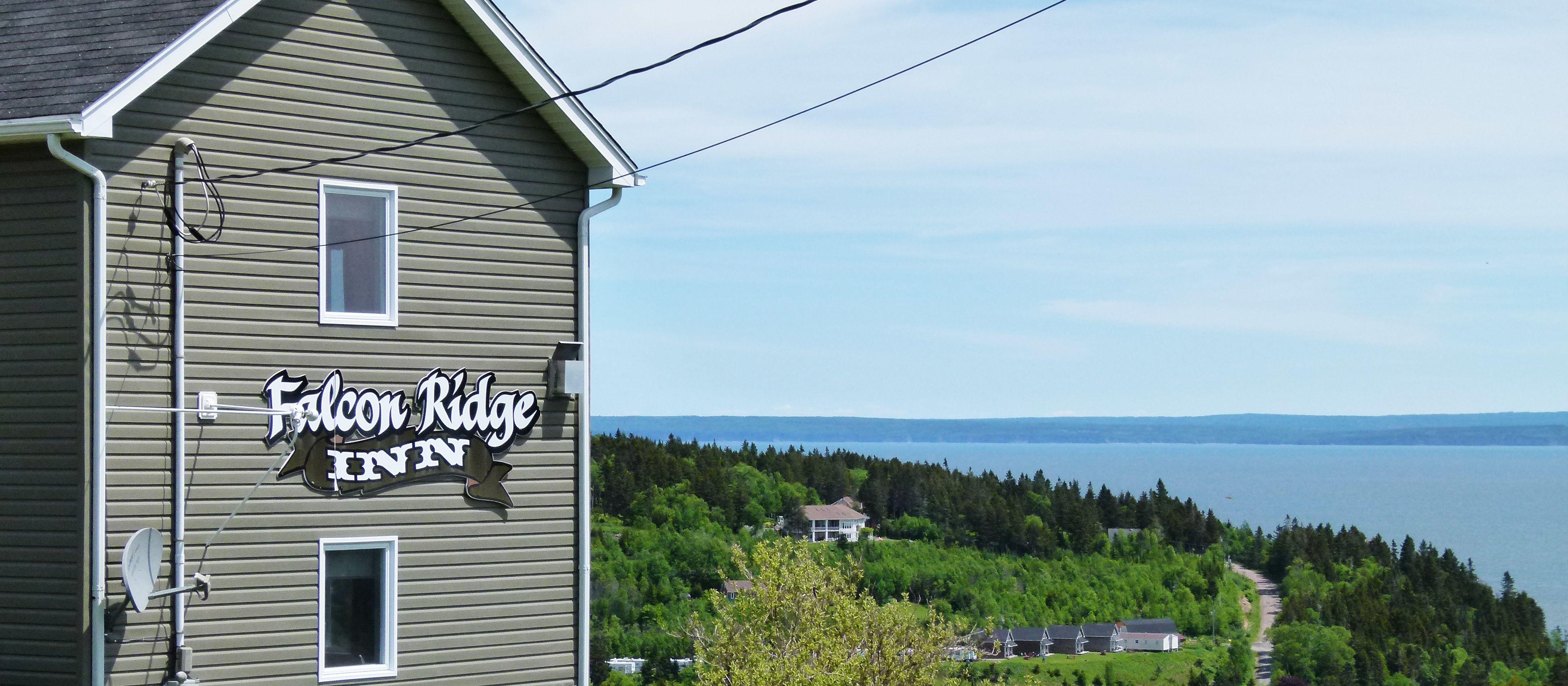 Aussenansicht mit Ausblick des Falcon Ridge Inn
