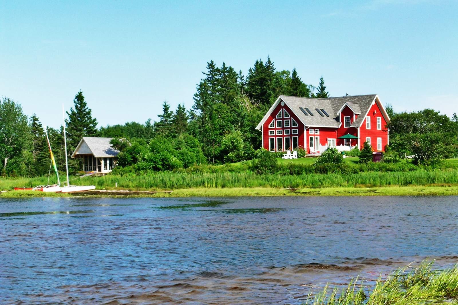 Das Hotel Little Shemogue Inn am Wasser in New Brunswick