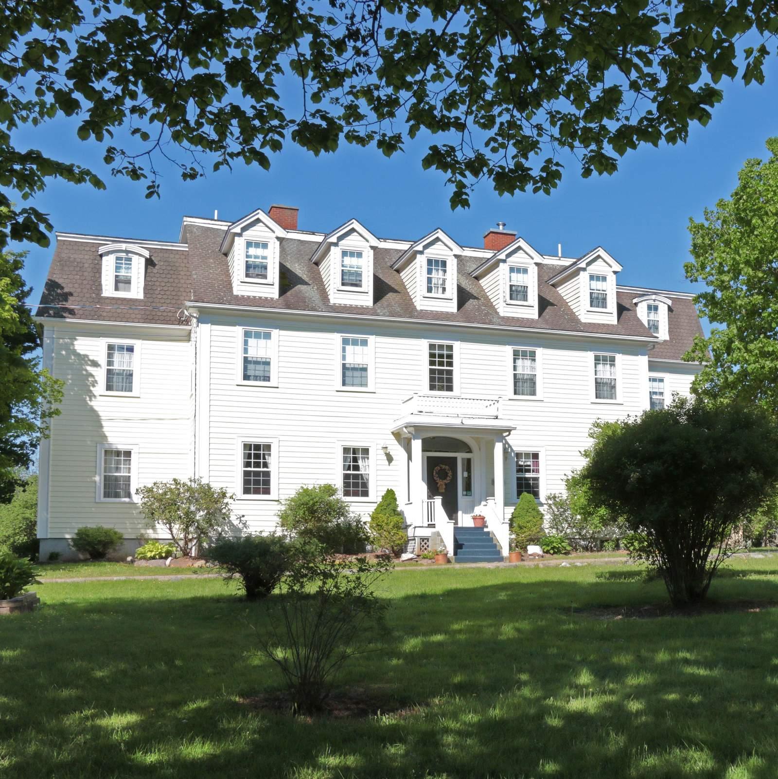 DesBarres Manor Inn