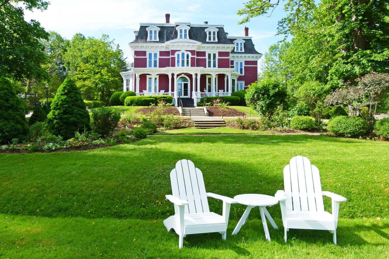 Garten mit Blick auf das Blomidon Inn