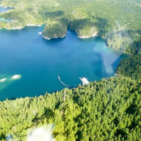 Vogelperspektive auf die Lodge in British-Columbia