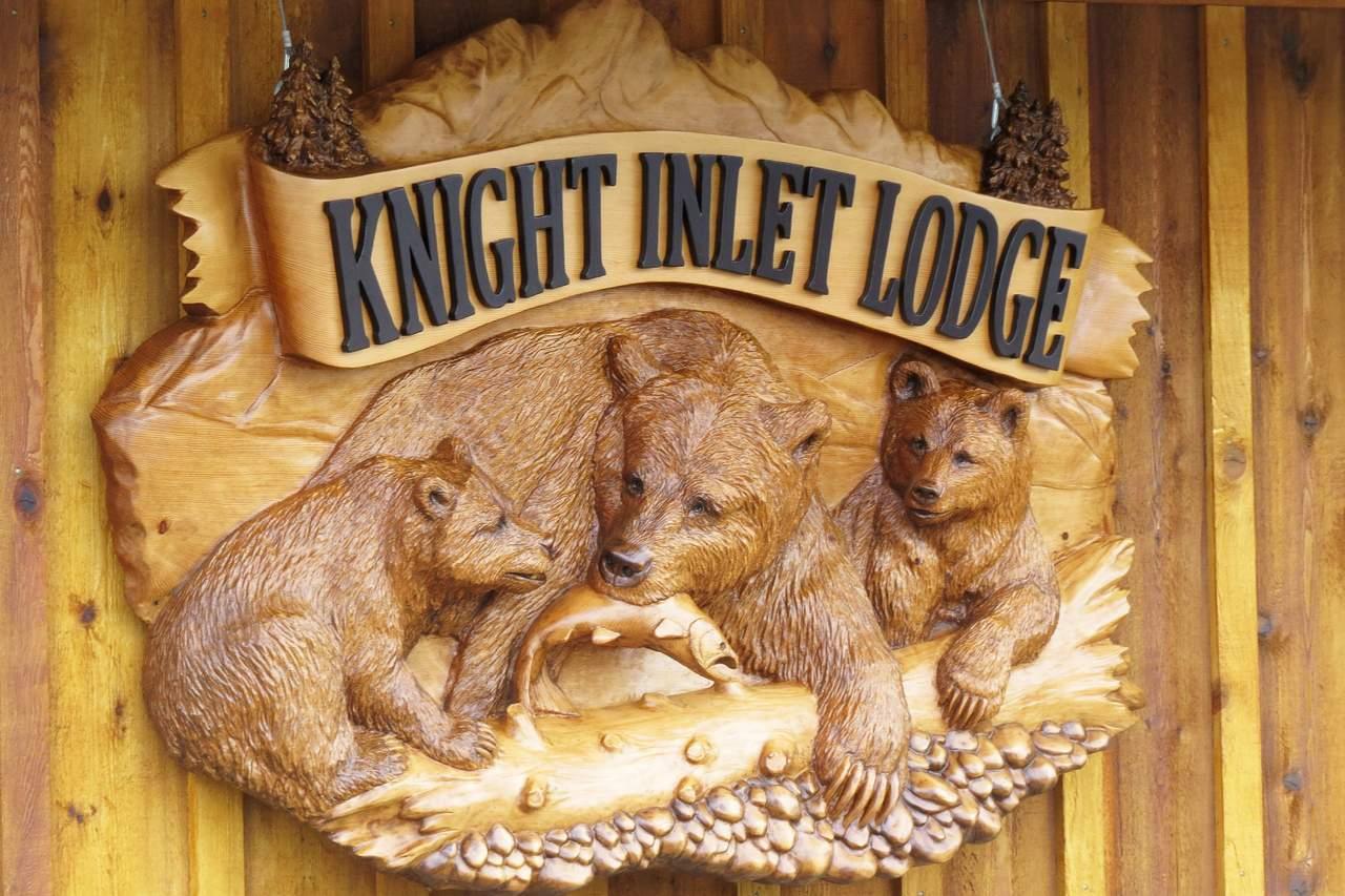 Schild an der Knight Inlet Lodge