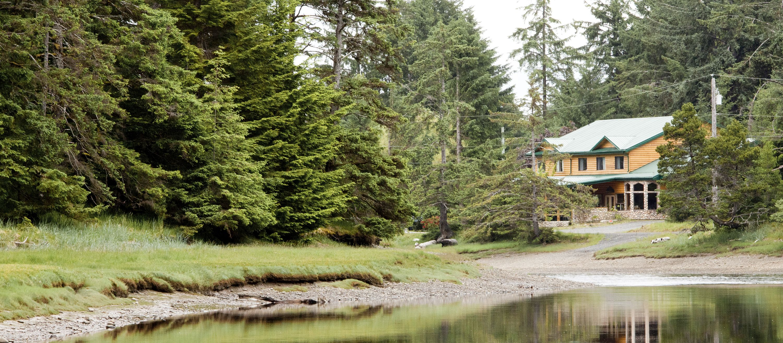 Aussenansicht des Haida House at Tllaal